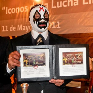 Mil mascaras now has his stamps !